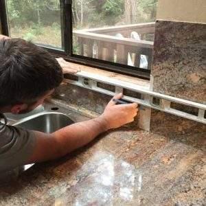 montaj blaturi de bucatarie Rocas Decor